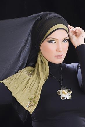 حملة دعم لمسلمة منعت من دخول قاعة المحكمة لرفضها خلع االحجاب