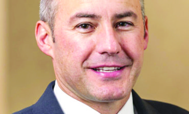 بيل وايلد يحتفظ برئاسة بلدية وستلاند