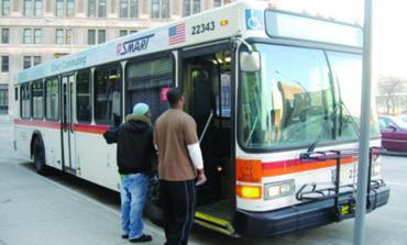 مصير حافلات «سمارت» يحسمه الناخبون في مقاطعات وين وماكومب وأوكلاند في ٧ أغسطس