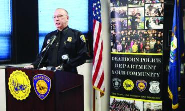شرطة ديربورن تلقي القبض على عدد من المطلوبين وتحث السكان على التعاون لمكافحة «وباء» سرقة محتويات السيارات