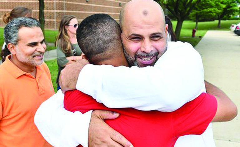 الإفراج عن سجين عربي أميركي قضى ١٧ عاماً ظلماً خلف القضبان