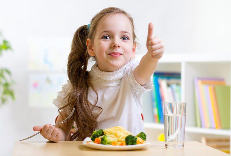 الأطعمة المناسبة الطفل الرضيع