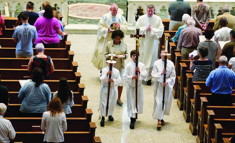 مداهمات ومصادرة سجلات  في تحقيقات الاعتداء الجنسي داخل الكنائس الكاثوليكية بميشيغن
