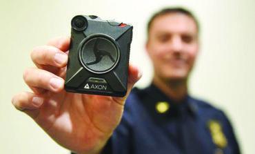شرطة وستلاند تزود عناصرها بكاميرات على صدورهم