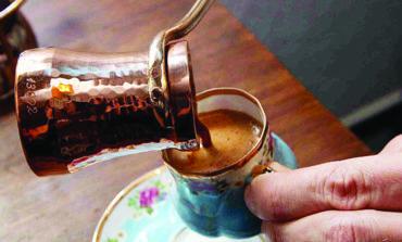 لا تشرب القهوة في بداية نهارك!