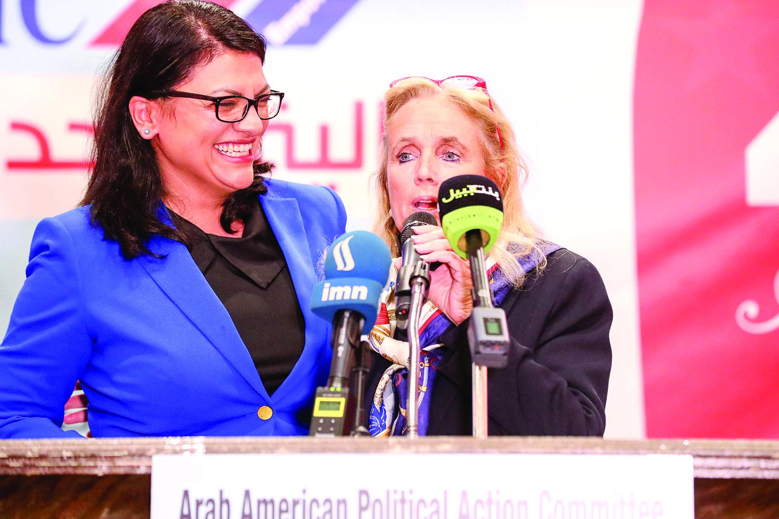 النائبة الأميركية ديبي دينغل مع المرشحة لمجلس النواب الأميركي رشيدة طليب
