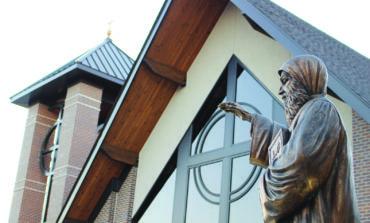 الجالية المارونية تحتفل بافتتاح المقر الجديد لكنيسة «مار شربل» في كلينتون تاونشيب