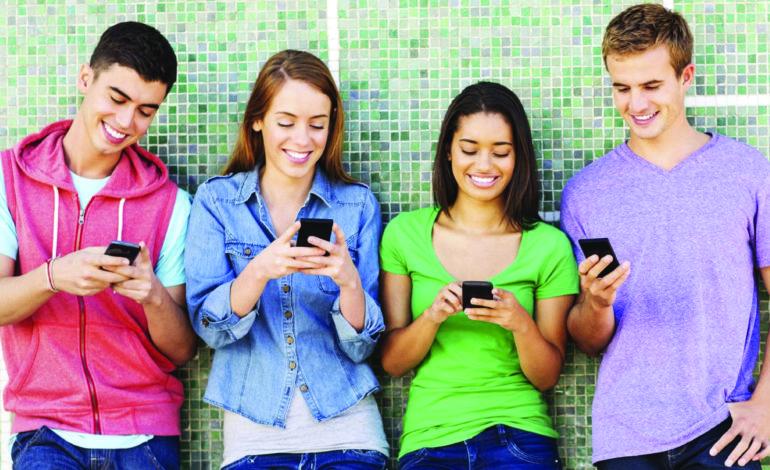 عالمة نفس تكشف تأثير الهواتف الذكية على الـ«آي جيل»