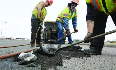 سنايدر يقترح تخصيص ضرائب مبيعات الإنترنت لإصلاح الطرق المتهالكة في ميشيغن