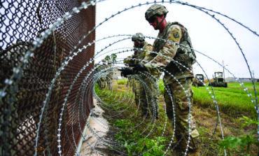 آلاف المهاجرين ينتظرون على الحدود .. والجيش الأميركي ينتظرهم بالهراوات