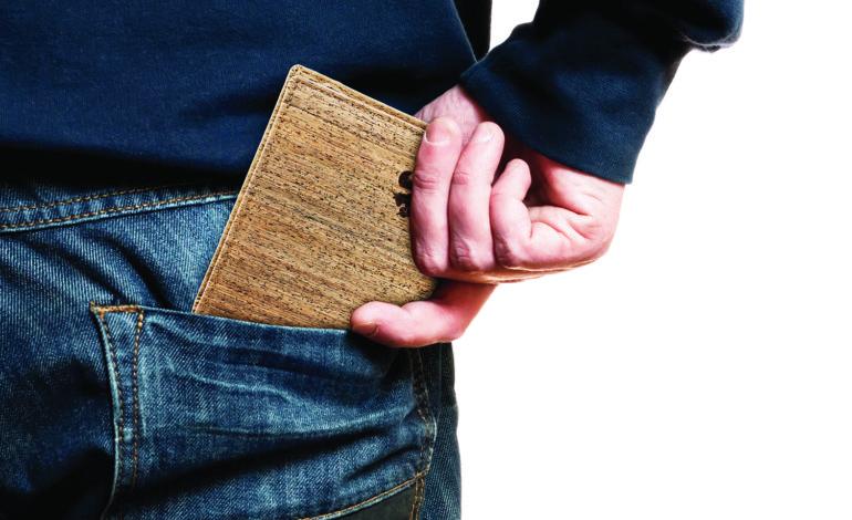 وضع المحفظة بالجيب الخلفي يسبب مشاكل صحية