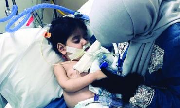 يمنية تخرق حظر السفر بتأشيرة استثنائية .. لرؤية ابنها المحتضر