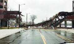 انهيار جسر مصنع «باكارد» التاريخي في ديترويت
