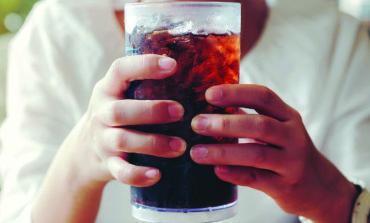 دراسة: المشروبات الغازية تضرّ بالكلى