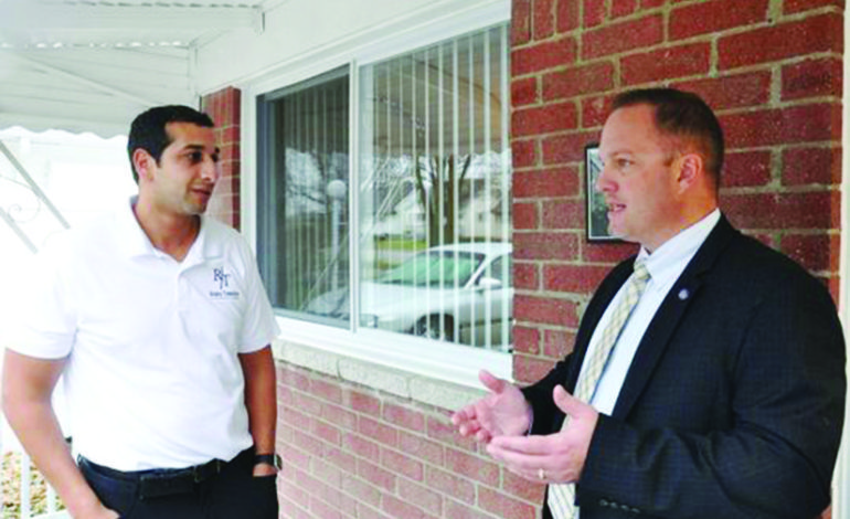 مداهمات وشبهات فساد تحوم حول رئيس بلدية تايلور