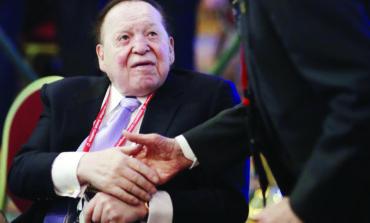 انتصار قضائي فلسطيني: إحياء دعوى تعويضات بمليار دولار من «ملك القمار» وكبار المتبرعين لإسرائيل