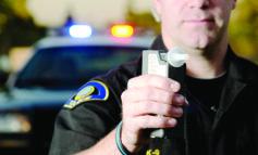 شرطي مخمور يحضر حصة تدريبية لفحص السائقين السكارى