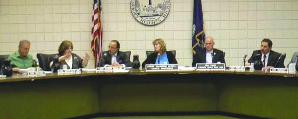 مجلس ديربورن هايتس يصرّ على مقاضاة رئيس البلدية