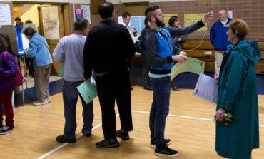 ميشيغن تسمح بتصوير أوراق الاقتراع داخل مراكز التصويت .. وتبقي الحظر على الصور الشخصية