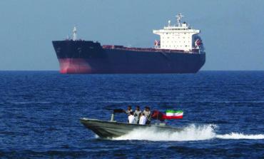 بين التهديد والانفتاح على التفاوض .. رسائل إيرانية بالجملة عبر مضيق هرمز