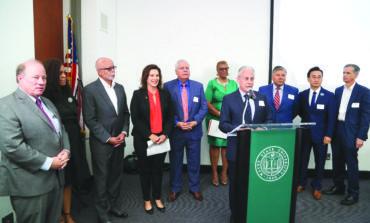 حاكمة ميشيغن تفتتح مؤتمر إعلام الأقليات للتشجيع على المشاركة في إحصاء ٢٠٢٠