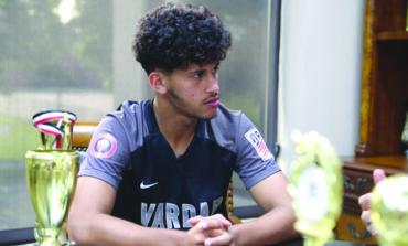 اليمني الأميركي همام ناصر يحصل على منحة جامعية للعب كرة القدم بولاية إنديانا