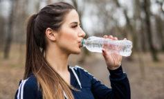 شرب المياه بكثرة قد يكون مضراً