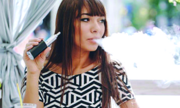 ما لغز المرض الرئوي الغامض الذي تسببه السجائر الإلكترونية؟