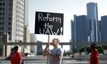اتحاد عمال السيارات يلوّح بالإضراب .. في مفاوضاته مع عمالقة ديترويت الثلاثة