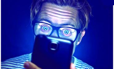 الهواتف المحمولة تسبب الشيخوخة المبكرة