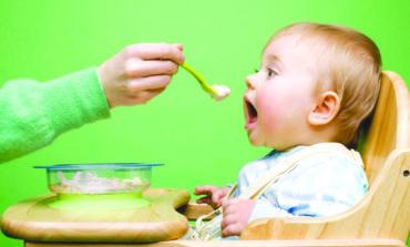 تقرير مروّع يكشف عن وجود معادن سامة في غذاء الأطفال!