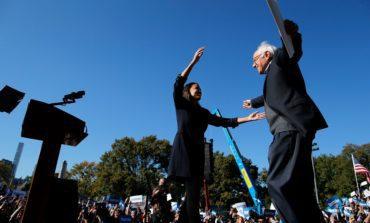 أوكاسيو كورتيز تحشد لصالح حملة «العمّ بيرني»