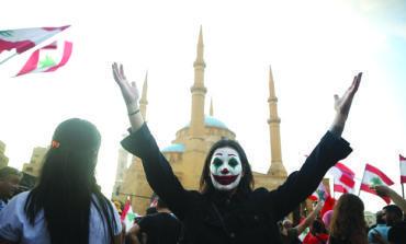 احتقان الشارع ضد فساد السلطة يضع لبنان على عتبة المجهول