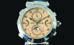 «مجهول» يشتري أغلى ساعة يد  في التاريخ