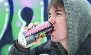 دراسة جديدة تحذر المراهقين من مشروبات الطاقة