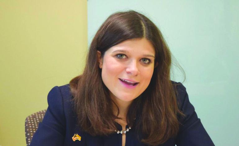 النائبة هايلي ستيفنز تؤكد ولاءها الأعمى لإسرائيل .. فهل يحاسبها الناخبون العرب في دائرتها؟