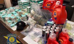 مصادرة حوالي 300 ألف دولار نقداً من تاجر بضائع مسروقة