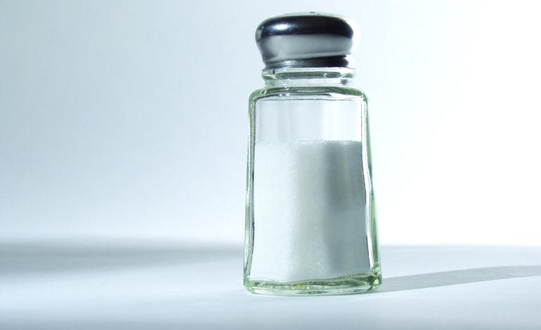 الإكثار من تناول الملح يضرّ  بوظائف الدماغ