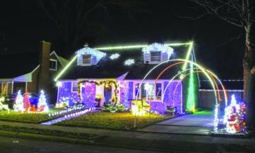 ديربورن تكرّم أصحاب المنازل الأجمل زينةً خلال موسم الأعياد