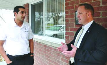 رئيس بلدية تايلور يدفع ببراءته من تهم تلقّي رشى من مطوّر عقاري عربي أميركي
