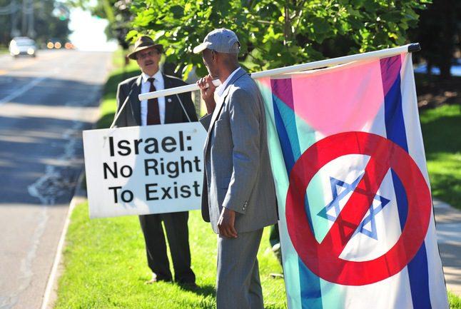 يهودي من سكان آناربر يقاضي ناشطين ومسؤولين في البلدية  بسبب تظاهرات مؤيدة للقضية الفلسطينية أمام كنيس في المدينة