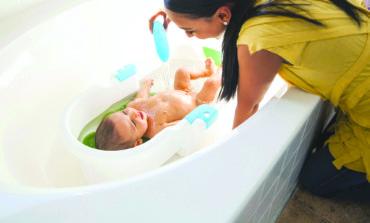 استحمام الرضع  .. محاذير وتوصيات