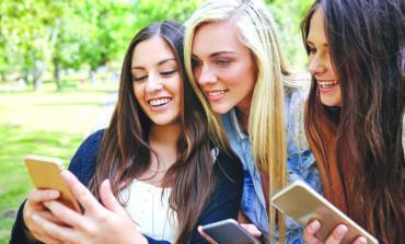 دراسة تكشف صلة بين استخدام وسائل التواصل الاجتماعي واضطرابات الأكل لدى المراهقين