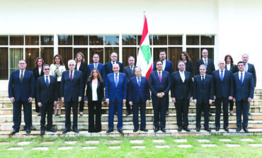 هل تنجح الحكومة اللبنانية الجديدة في فرملة الانهيار؟