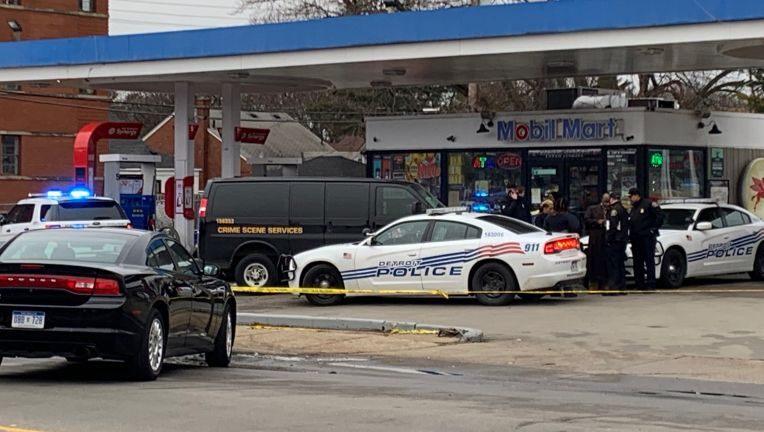 مختل عقلياً يرعب زبائن محطة وقود في ديترويت ويقتل أحدهم ثم ينتحر