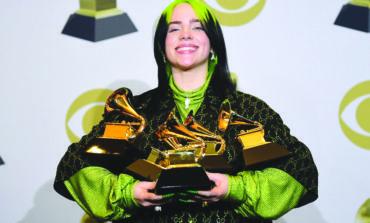 مغنية صاعدة تخطف الأضواء في حفل جوائز «غرامي» الموسيقية