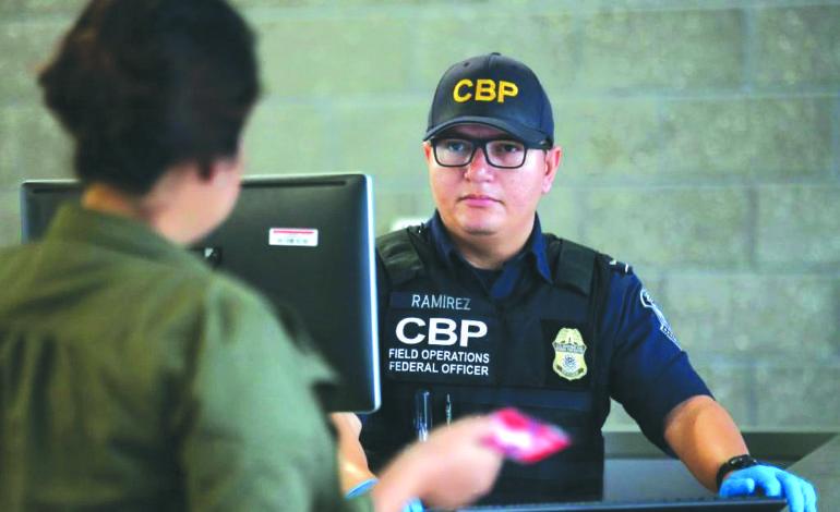 ١٠ أشياء عليك معرفتها عند اجتياز الحدود الأميركية