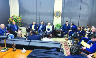 حملة بيرني ساندرز تلتقي بقيادات عربية أميركية في ديربورن لحشد التأييد  قبل أسبوعين من الانتخابات التمهيدية في ميشيغن