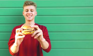 النظام الغذائي الغربي يؤثر سلباً على خصوبة الرجال