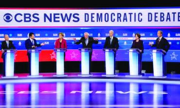 ساندرز يتصدر السباق الديمقراطي عشية «الثلاثاء الكبير» .. وبلومبرغ قد يخلط الأوراق